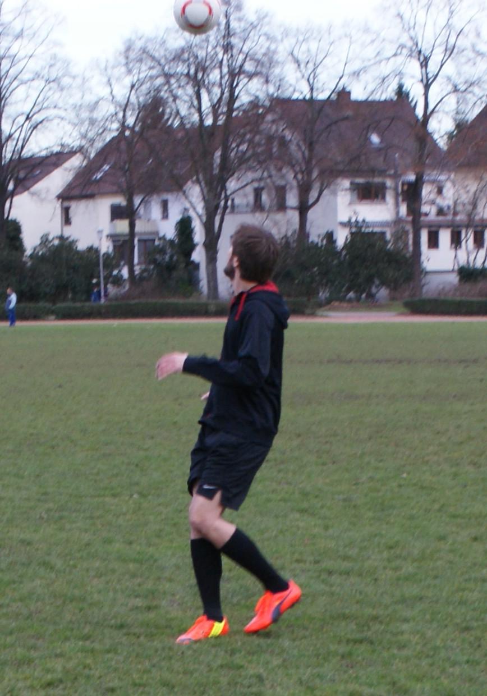 Brustannahme: Spieler müssen hohe Bälle einschätzen lernen